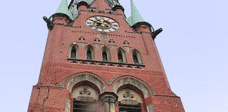 Gewaltig: Der mächtige Riss am Turm der 1906 eingeweihten Brüderkirche in Altenburg ist inzwischen saniert. Foto: Gabriele Günther