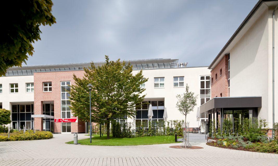 Patienten und ihre Besucher können die Besuchszeit wieder bei Kaffee und Kuchen in der Cafeteria verbringen. Foto: Carsten Schenker
