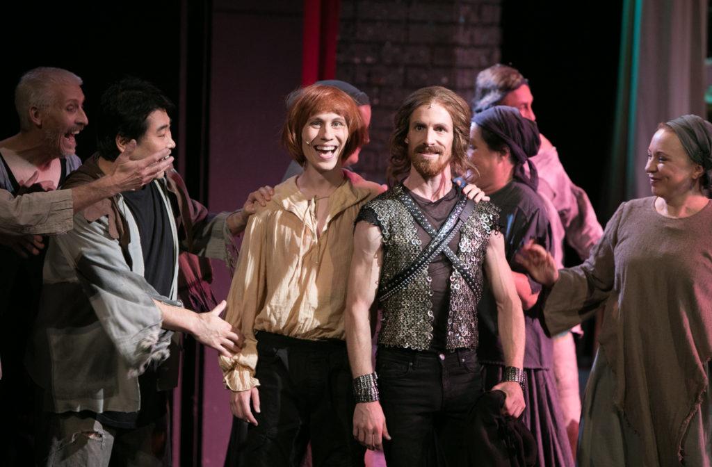 """Auch im Musical """"Spamalot"""" konnte Sebastian Schlicht seine Vielseitigkeit unter Beweis stellen. Foto: Ronny Ristok"""