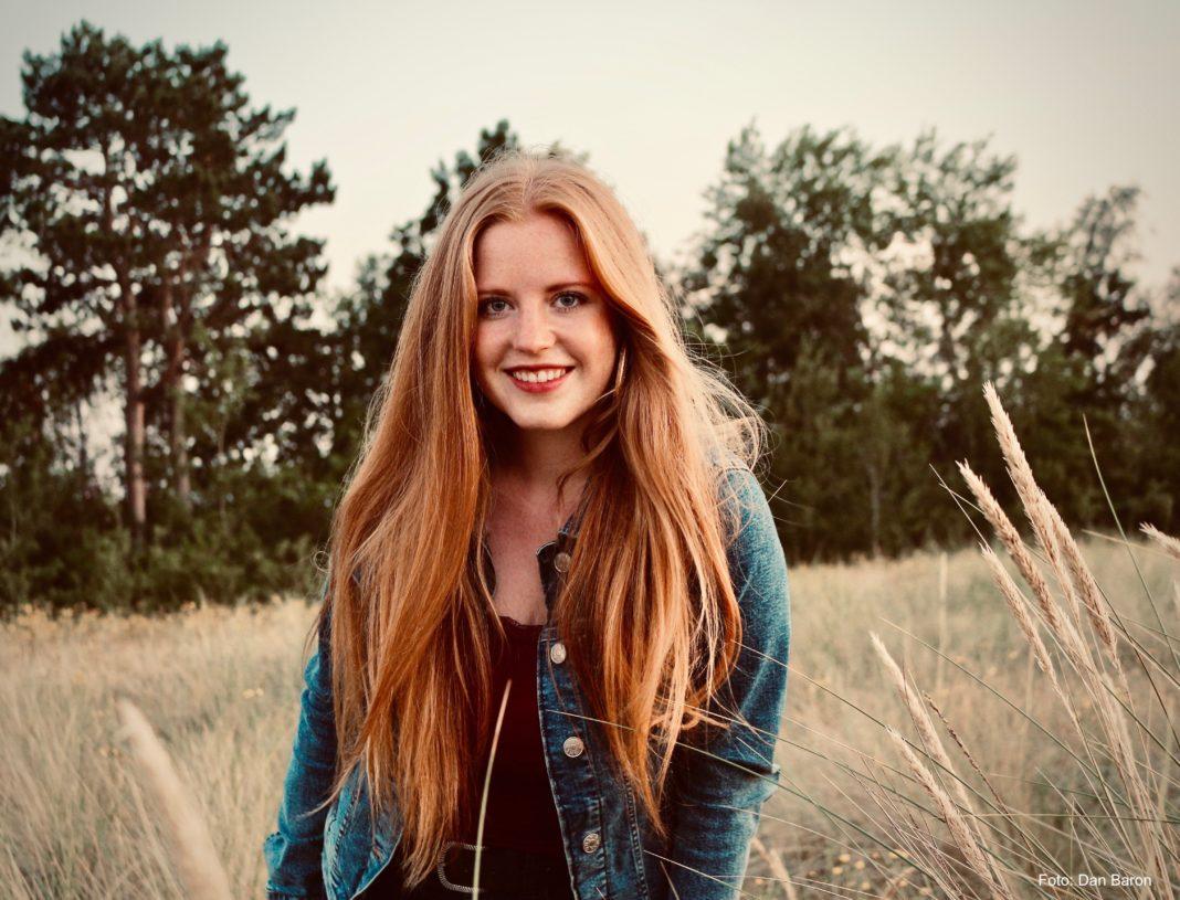 Sie liebt die Vielfalt der Musik und die Herausforderung der unterschiedlichen Möglichkeiten: Die Singer/Songwriterin Lena Hauptmann. Foto: Dan Baron